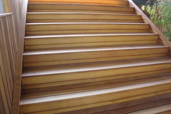 İroko -İreko- Cafe Ahşap Merdiven